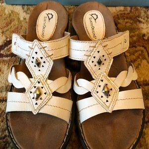 Earth Origins White sandals 7.5 cute and comfy